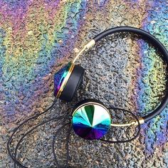 iridescent | mother-of-pearl | gleaming | shimmering | metallic rainbow | shine | opalescent | Iridient | holographic | Headphone: Frends Layla Oil-Slick
