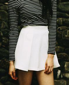 keeping it minimal with a black + white sweater & white skater skirt || zazumi.com