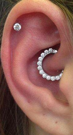 Cute Feminine Crystal Daith Clicker Ear Piercing Jewelry Ideas for Women – Ideas… – Schmuck modelle Piercing Chart, Lobe Piercing, Piercings Ideas, Daith Ear Piercing, Cute Ear Piercings, Tragus, Septum Clicker, Septum Ring, Ear Piercings Chart