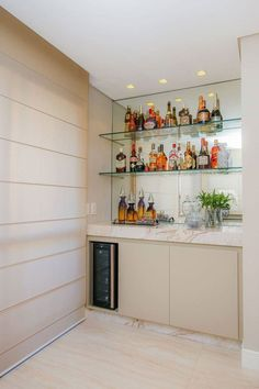 Bar to room: tips to assemble and 60 creative ideas - Decoration, Architecture, Construction, Furniture and decoration, Home Deco Mini Bars, Mini Bar At Home, Bars For Home, Bar Sala, Bar Shelves, Home Bar Designs, Man Cave Home Bar, Wall Bar, Home Goods