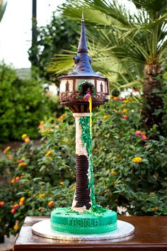 Besitos de Merengue: Tarta Torre de Rapunzel Tangled Birthday, Tangled Party, Disney Cakes, Canapes, Party Cakes, Fondant, Beautiful Cakes, Cake Decorating, Photos