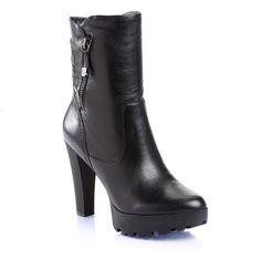 Bottines Femme Guess, craquez sur les Clara Leather Bootie Guess prix promo  GUESS 220.00 € dcdd53d8aa28