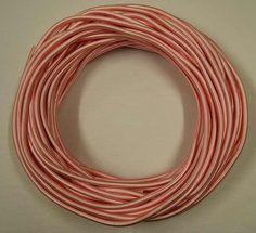 ArtNr: HG2123/2.032 Seideumwickeltes Kabel rund 2 x 0.75 Farbe 032 hellrosa. Aufmachung zu 25 Meter / Bund, der angeführte Preis versteht sich pro Laufmeter. Bei bundweiser Abnahme (25 Meter) gewähren wir einen Rabatt von 15%. Das Kabel ist 6 mm stark (Durchmesser). Nach der RAL-Farbkarte vom TIGER-Werk könnte man die Farbe RAL 3015 hellrosa, wenn sie ein wenig heller wäre, als die im Farbton am besten passende bezeichnen. Gewicht: 1 Bund mit 25 Meter wiegt 1,17 kg. Beaded Necklace, Make Up, Stark, Tiger, Tricks, Jewelry, Wrap Around, Light Rose, Silk
