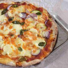 Du hast richtg Bock auf eine geile #pizza und aber kein Bock auf lange Ruhezeit des Teiges? Dann machs wie ich, mit Dinkelmehl ! Knetzeit: 5 Minuten, Standzeit: 10 Minuten! Bestreichen, belegen, ab auf den Grill oder in den O Vegetable Pizza, Quiche, Vegetables, Breakfast, Food, Italian Kitchens, Play Dough, Grilling, Recipes