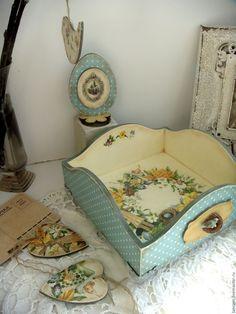 Анна Кузнецова (lancom) Набор пасхальный состоит их коробочки для пасхальных яиц или сладостей, настольного сувенира в виде пасхального яичка и 4-х подвесок (2 птички и 2 сердечка)