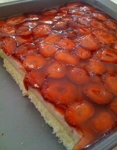 SeMaVeR: easy cake with strawberry Cake Recipes, Snack Recipes, Dessert Recipes, Delicious Desserts, Yummy Food, Greek Cooking, Sorbets, Strawberry Cakes, Turkish Recipes