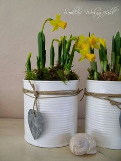 DIY: Upcycled cans oder Dosen aufhübschen leicht gemacht DIY upcycling cans Tin Can Crafts, Diy And Crafts, Craft Projects, Projects To Try, Garden Projects, Deco Floral, Diy Décoration, Easy Diy, Easter Crafts