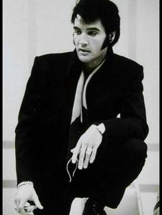 Lord almighty Elvis looks stunning.