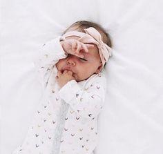 .love when babies suck they fingers too cute ☆ Pinteres @Faith Bird ♡