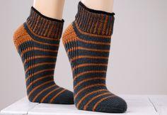 Ravelry: 5940 Sneaker Socks / Sneaker-Socken pattern by Regia Design Team Loom Knitting, Knitting Socks, Hand Knitting, Knitting Patterns, Knitting Ideas, Crochet Socks, Crochet Yarn, Knit Socks, Aran Weight Yarn