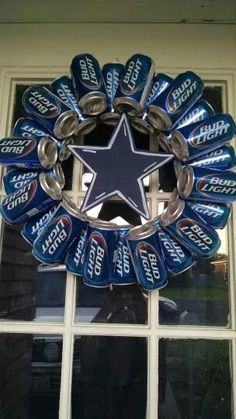 Cute idea for ur choice of team. great for parties deco or man cave deco Dallas Cowboys Crafts, Dallas Cowboys Party, Dallas Cowboys Wreath, Cowboy Birthday, Cowboy Party, Beer Crafts, Diy And Crafts, Wreath Crafts, Diy Wreath