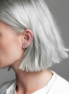 Quartz claw earrings (petite) - Best New Hair Styles Silver Platinum Hair, Platinum Blonde Hair, Platinum Grey, Hairstyles Haircuts, Cool Hairstyles, Gorgeous Hairstyles, Medium Hair Styles, Short Hair Styles, Super Hair