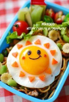 黄身部分に海苔で顔をつくるだけで、いつものお弁当がこんなにかわいらしく!