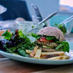 Tahini, Zucchini Burger, Hamburger, Ethnic Recipes, Food, Vegane Rezepte, Food Food, Bakken, Essen