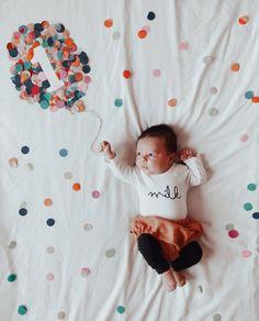 Baby 1 Month Millstone Photo Ideas Motherhood – The 2 Month Update Monthly Baby Photos, Newborn Baby Photos, Baby Poses, Baby Girl Photos, Baby Girl Newborn, Baby Shots, Foto Baby, Newborn Baby Photography, Lifestyle Blog