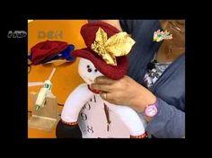 SU TALLER EN CASA: RELOJ NAVIDEÑO - YouTube Christmas Chair Covers, Christmas Clock, Snowman Crafts, Handmade, Diy, Youtube, Holiday, Dolls, Home