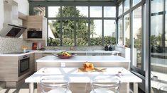Come arredare una veranda cucina - Cucina in acciaio in veranda ...