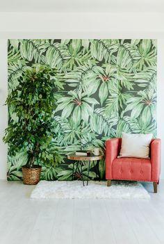 Behang is niet meer saai en ouderwets. Een stukje behang kan een ruimte een hele andere sfeer en uitstraling geven. Dit zijn onze favorieten. #wallpaper #tropical #interior