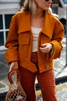 Alles, was ich auf der Fashion Week trug Fashion Me Now - Outfit. Fashion Me Now, Fashion Week, Fashion Outfits, Womens Fashion, Fashion Trends, Winter Stil, Street Style, Mode Inspiration, Pantone