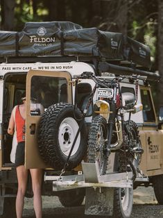 Land Rover (Series & Defenders) and more stuff I like. Auto Camping, Motorcycle Camping, Defender Camper, Land Rover Defender 110, Landrover Defender, Iveco Daily 4x4, Transporter T3, Foto Picture, Off Road Adventure