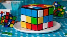 Ne vous cassez plus la tête pour résoudre votre Rubik's Cube... Mangez le, sous la forme d'un délicieux gâteau damier multicolore à la vanille.