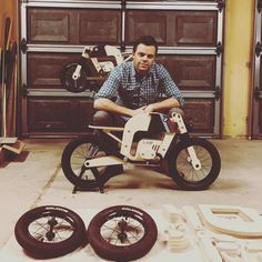 One mandatory selfie Balance Bicycle, Baby Bike, Wood Creations, Driftwood Art, Go Kart, Wood Toys, Woodworking Crafts, Diy For Kids, Wood Crafts