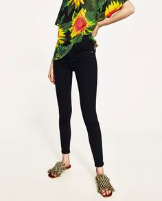 Image 2 of LOW-RISE BODY CURVE JEGGINGS from Zara