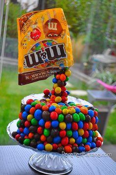 Pour les amoureux des gâteaux originaux qui sortent de l'ordinaire, voici un tutoriel en vidéo d'un gâteau qui défie la gravité (que j'ai fait pour fêter un anniversaire).. Vous pouvez également le visualiser sur la chaine Youtube de Cuistoshop Une petite...