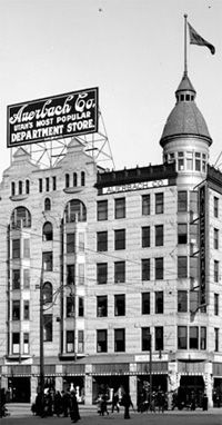 Utah's most popular department store. Old Pictures, Old Photos, Ogden Utah, State Of Grace, Salt Lake City Utah, History Photos, Business Management, Department Store, Wall Street