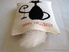 Lynn B 's finishing instructions for cross stitch : Halloween Pillow - Part 1 of 2