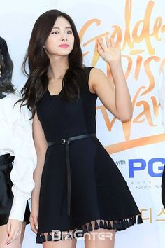 Tzuyu in black