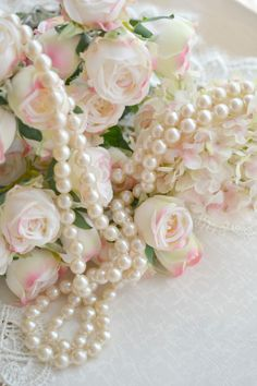 Ivory Pearl Garland Shabby Home Decor Table Top Decoration Pearl And Lace, Ivory Pearl, Walpapers Iphone, Pearl Garland, Design Creation, Deco Rose, Vibeke Design, Lady Grey, Rose Cottage