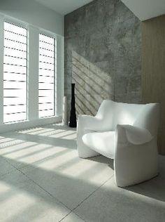 Voilà de larges dalles pour votre décoration intérieure. Un produit parfait pour habiller un salon ou de grands espaces.