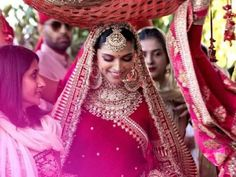 Sabyasachi Mukherjee has never failed to impress us with his stunning wedding attire collections. Look at the latest Sabyasachi lehenga designs to give a treat to your eye. Indian Bridal Outfits, Indian Dresses, Bridal Dresses, Indian Wedding Jewelry, Bridal Jewellery, Indian Bridal Photos, Indian Wedding Couple, Indian Weddings, Bollywood Wedding