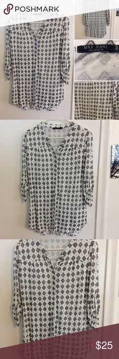 Max Jeans Pattern Long Sleeve Top This gorgeous Max Jean Top is in excellent new like condition. It has a beautiful pattern print to it. It's a full button down shirt it's a size small and 100% Rayon. Very soft material Max Jeans Tops Tees - Long Sleeve