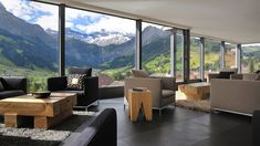 A stunning contemporary hotel lounge in the middle of the swiss alps. Goregous wooden features that give a rustique feel in between a stylish and modern collection of sofas and lounge chairs. Adelboden, Modern Interior Design, Interior Architecture, Black And White Cushions, Black Sofa, Brown Sofa, Hotel Lounge, Home And Deco, Home And Living