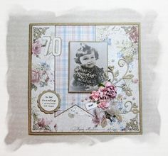 Kort til en 70års jubilant laget av kraft kartong og Maja Design papir. Pyntet med blomster, blader, perler, bånd, charms og noen scrolld...