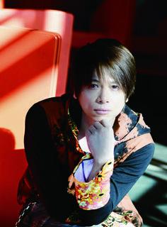 ゲスト◇高橋直純(Naozumi Takahshi)岩手県出身。2002 年、ミニアルバム『~ kiss you ~』でのデビュー以来、18 枚のシングル、10 枚アルバム、19 タイトルのDVDをリリース。 ライブもNHKホール、パシフィコ横浜の大ホールから、全国規模のライブハウスツアーを定期的に行うなど精力的に活動している。歌手の他にも声優や舞台、テレビドラマなど活動の場所を拡げているシンガーソングライター。高橋直純オフィシャルサイトhttp://naozumi.tv/