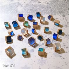 No instructions but good photos for inspiration Uv Resin, Wood Resin, Acrylic Resin, Resin Molds, Resin Art, Wooden Jewelry, Resin Jewelry, Jewelry Crafts, Diy Resin Crafts