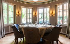 Take a seat in the stylish dining room or spectacular garden terrace of Michelin-starred restaurant, LEONARD's, a blend of modern bistro and fine dining. Superior Hotel, Swiss Ski, Switzerland Hotels, Palace Hotel, Take A Seat, Fine Dining, Restaurant Bar, Terrace, Skiing