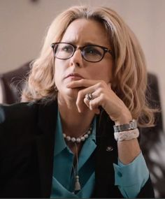 Tea Leoni wearing Turks head knot rope bracelet on Madam Secretary