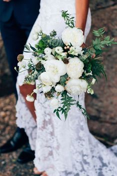 Yasmin in the Alexandra | graceloveslace.com.au #graceloveslace #weddingflowers