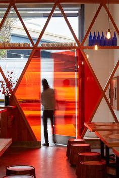 The Craig Steely-designed Orenchi Beyond ramen bar takes inspiration from those traditional ramen food spots and adds a bit of street culture to the mix. Orange Restaurant, Restaurant Door, Restaurant Interiors, Ramen Bar, Ramen Shop, Restaurant Exterior Design, Japanese Values, Bar Mix, San Francisco Design