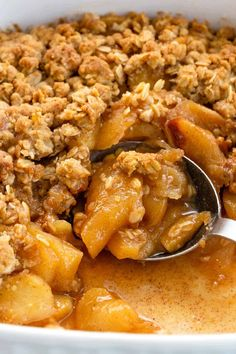 Apple Crisp Recipe - Jessica Gavin Easy apple crisp recipe using old-fashioned rolled oats and a simple saute technique that enhances the flavor and texture of the filling. #applecrisp #fallrecipes #applecrumble