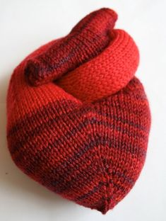 Free pattern to knit your own anatomically correct heart