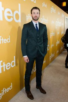 "Jenny Slate and Chris Evans Reunite at the ""Gifted"" Los Angeles Premiere 