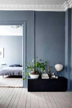House : Beautiful Blue Walls Grey Floor Curtains For Blue Grey Blue Grey Feature Wall Bedroom Blue Grey Walls Inspirations. Blue Grey Walls With White Trim. Blue Grey Walls What Color Curtains. Blue Grey Walls In Kitchen. Blue Grey Paint With Brown Furni Beautiful Interiors, Colorful Interiors, Blue Interiors, Home Interior, Interior Modern, Interior Decorating, Scandinavian Interior, Interior Styling, Interior Paint