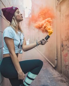 Replace her with a member from a band and this would be a good portrait position to film. Smoke Bomb Photography, Girl Photography, Creative Photography, Rauch Fotografie, Ft Tumblr, Smoke Pictures, Colored Smoke, Smoke Art, Photoshoot Inspiration