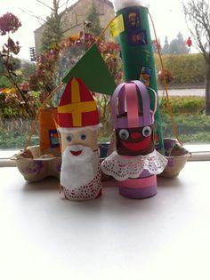 Afbeeldingsresultaat voor sinterklaas knutselen wc rol Christmas Crafts, Xmas, Christmas Ornaments, Diy For Kids, Crafts For Kids, Daycare Crafts, Saint Nicholas, Creative Kids, In Kindergarten