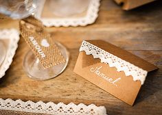 Bohemian table decoration – Very nice name holder in kraft paperboard with its real lace border. Give a touch of vintage, rustic and original to your table decoration. Card Table Wedding, Table Cards, Communion, Rustic Decor, Rustic Wedding, Wedding Ideas, Place Card Holders, Table Decorations, Wedding Invitations